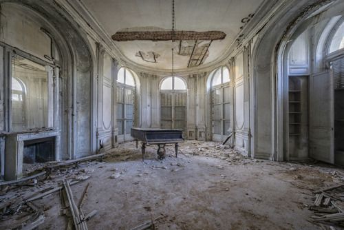 The piano has been drinking, Romain Thiery