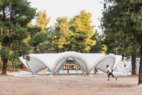 """The First """"Maidan Tent"""" is Built to Aid Refugees in Greece"""