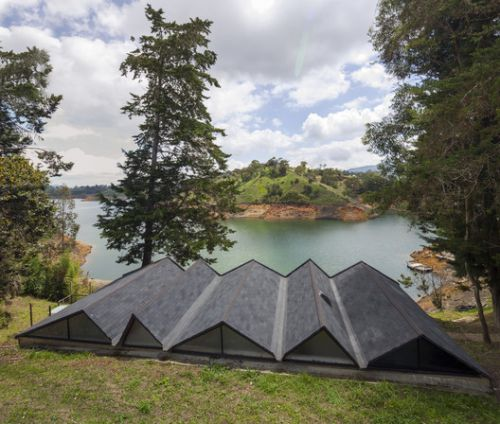 Lake Cottage / artek