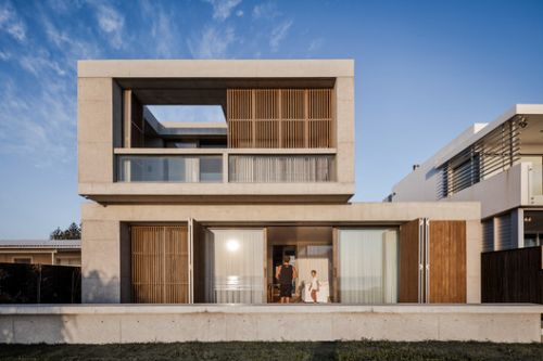 Mermaid Beach Residence / BE Architecture