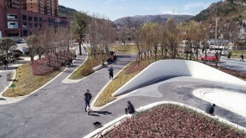 Front Square of Panzhou People's Hospital / Mind Studio