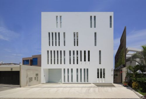 Paquidermo Residential Building / Martin Dulanto