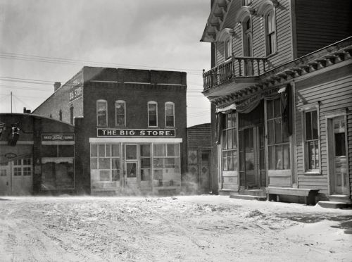The Big Store: 1942