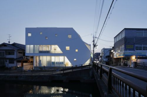 Kanoko Building / EASTERN Design Office