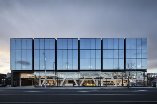 119 Great North Road Headquarters / Warren and Mahoney