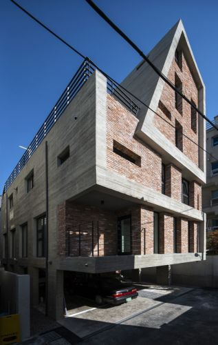 Centennial house / IGASO architects & planners