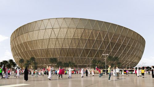 "Foster + Partners Design a ""Glittering"" Stadium for Qatar's 2022 World Cup"