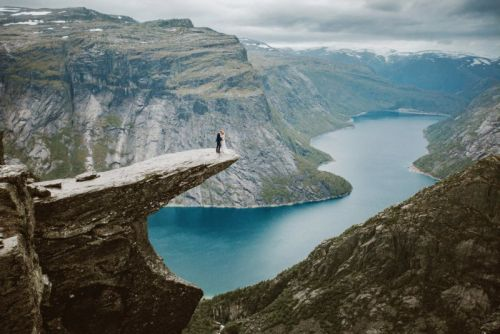 This Photographer Hiked 14 Hours for Epic Wedding Photos at Trolltunga