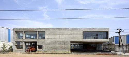 Concrete Void - Vijay Transtech Factory / Sameep Padora & Associates