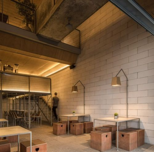 Seven Degrees Restaurant / Kursimerah Studio