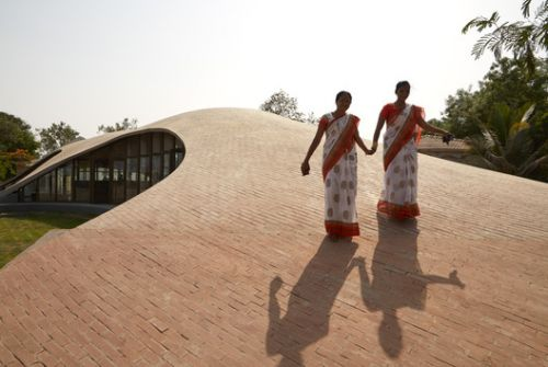 Maya Somaiya Library, Sharda School / Sameep Padora & Associates