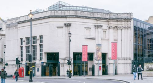Venturi Scott Brown's Sainsbury Wing, National Gallery London Receives AIA 25 Year Award