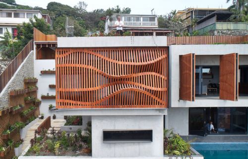 Brise Soleil House / Studio Workshop