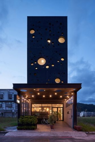 Onyx Lit House / Emerge Architects