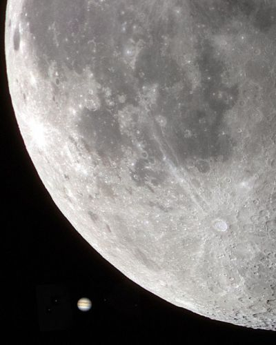 This Photo Shows Jupiter's Size in the Sky Compared to the Moon