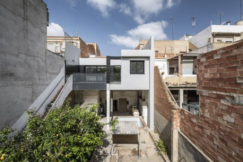 House between Houses / alberto facundo