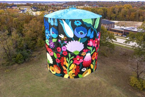 A Technicolor Flower Bed Sprouts From a 70-Foot-Tall Water Tower in Arkansas
