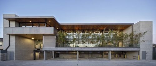 C3 Bank Headquarters / Brett Farrow Architect