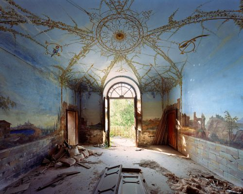 The Abandoned Grandeur of Crumbling Palaces Showcased in Large Format Photographs by Thomas Jorion