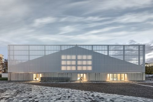 WIN4 Sports Centre / EM2N