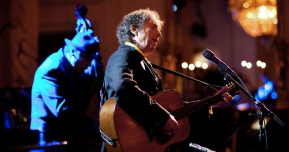 Bob Dylan Calls Out Fans for Taking Photos at His Show