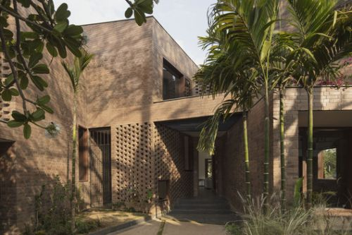 Brick House / CollectiveProject