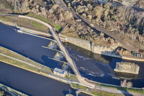 Knostrop Weir Foot & Cycle Bridge / Knight Architects