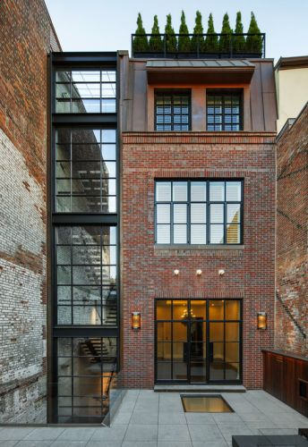 Chestnut Street Townhouse / Hacin + Associates