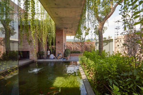 Greenery Curtain House / HGAA