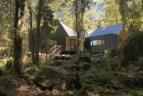 House Over The Rocks / Schwember García-Huidobro Arquitectos