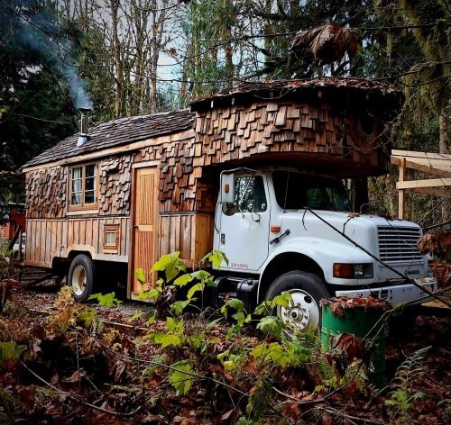 Utwo: House on W H E E L S © The Ugly Truckling