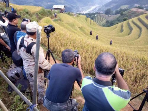 To Stage or Not to Stage in Travel Photography