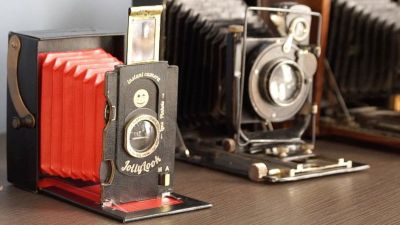 Jollylook is the First Cardboard Folding Instant Film Camera
