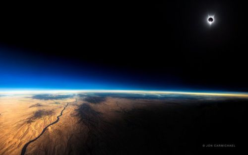 This Eclipse Photo Was Shot from a Commercial Plane at 39,000ft