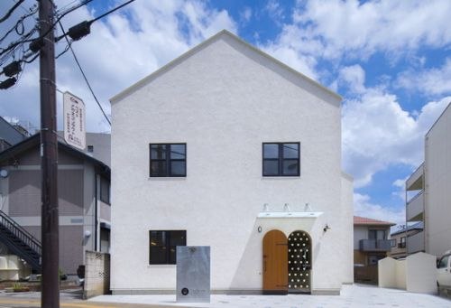Two Stories Building / Oganic Design Architecture Studio
