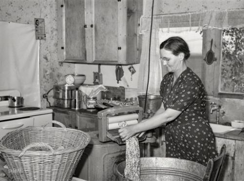 The Busy Kitchen: 1941