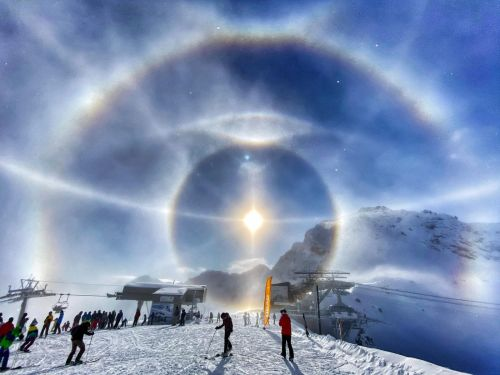 Tiny Ice Crystals Simulate a Halo Around the Sun in Photograph by Michael Schneider
