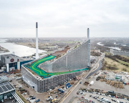 Roof of a Copenhagen Power Plant Doubles as Snow-Free Ski and Snowboarding Center
