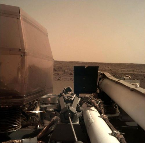 NASA's InSight Lander Sends Its First Clear Photo From Mars