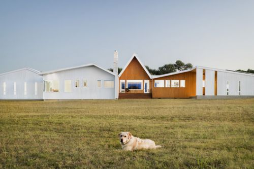 Hill Country House / Miró Rivera Architects