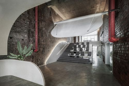 Office Renovation in Old Factory / Qing Studio