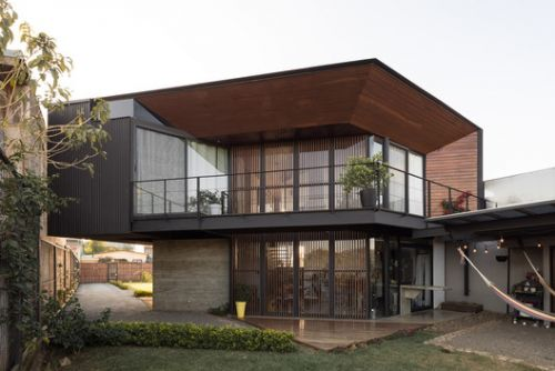House in The Center / Arkosis