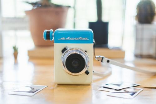 The Escura Instant 60s is a Retro-Styled Hand-Powered Instant Camera