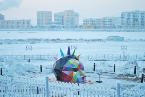 Okuda installs the world's northernmost sculpture in Yakustk, Russia