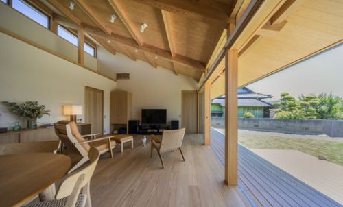 Residence for a Family and their Beloved Dog / TAKASHI OKUNO & ASSOCIATES