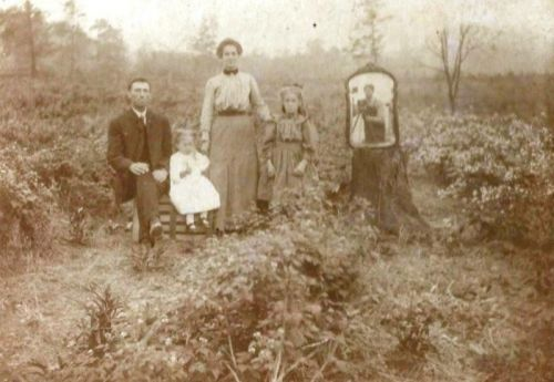 How a Photographer Included Himself in a Family Photo a Century Ago