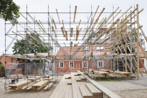 Public Spaces with Scaffolding: an Alternative in Emergency Situations