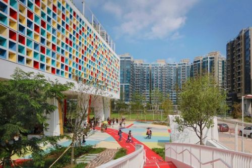 "Henning Larsen's French International School is a ""Vibrant Green Oasis"" for Hong Kong"