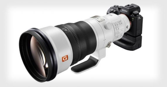 Sony Unveils the 400mm f/2.8 Lens, a $12,000 Sports and Wildlife Monster