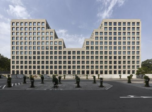 Hotel and Office Building Werdauer Weg / Max Dudler